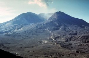 mount-st-helens-before-after-johnston-ridge-after_20378_600x450